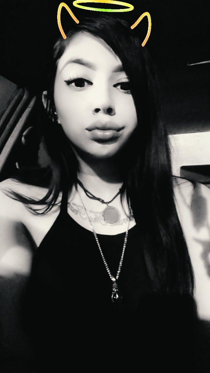 I look kinda bitchy lol cause I am  #goth pic.twitter.com/IxHcJVVQVJ