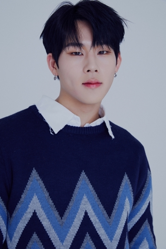 """Despite busy preparing for MONSTA X comeback, Jooheon revealed to have composed and produced his own track for Starship's upcoming new male idol group """"CRAVITY"""" for their debut album  Source: https://entertain.naver.com/now/read?oid=609&aid=0000262330…"""