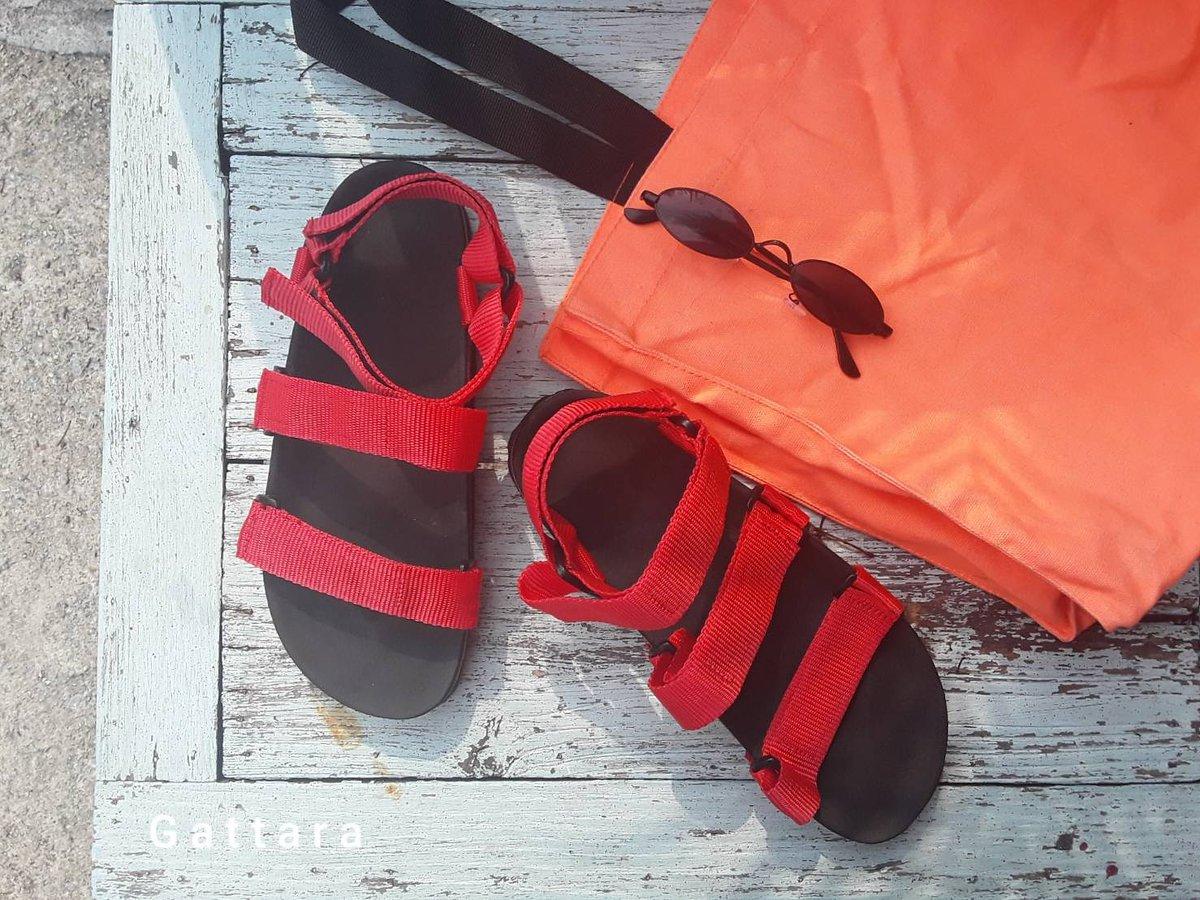 💋 แดดแรงๆไม่แดงได้ไง  แดงให้แดดมันดู 😎 #gattara #gattarathailand  . . #summer2020 #howtoperfect #streetstyle #streetfashion #travel #footbed #footwear #cool #chic #hip #streetwear