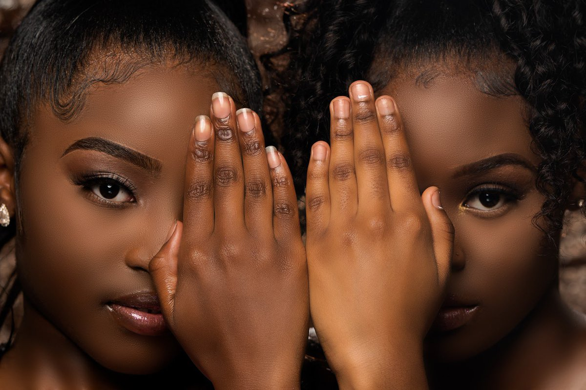 The one who is observing gets to decide what is beautiful... #cincinnatiphotographer  #posequeen #posingforthecamera #posing #beautyshot #explorer #ebonywomenpic.twitter.com/eFJIQ32fhy