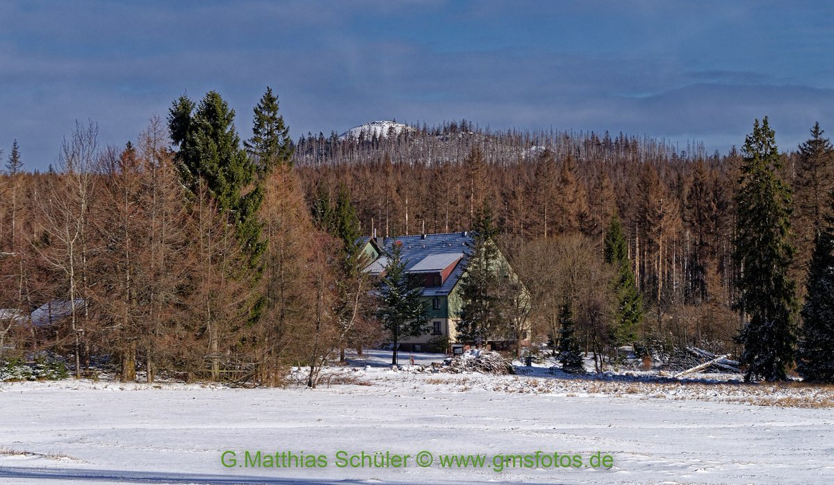 We had a sunny winter morning today, partly down to -5 to -8 degrees in the Harz. That invited to the hike to the Achtermann 924m. #Harz #Hiking #outdoor #Landscape #gmsfotos #pentax pic.twitter.com/Q9ORvvgSeV