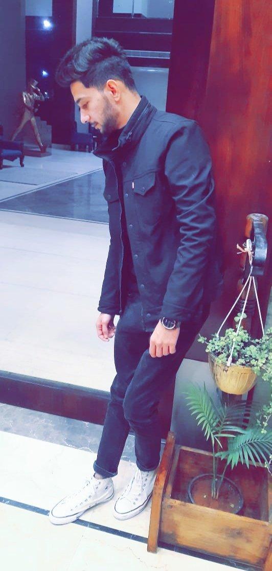Tere liye Meri IBDAATEIN vahi hai'n🔥Tu Sharam kar teri AADTEIN vahi hai'n 🔥  #JantaCurfew#GharbaithoIndia #CoronaVirus #Covid19#LockDown #StayHomeStaySafe #StayAtHome #bologuruji #COVID #OOTD #OotdStyle #style #black