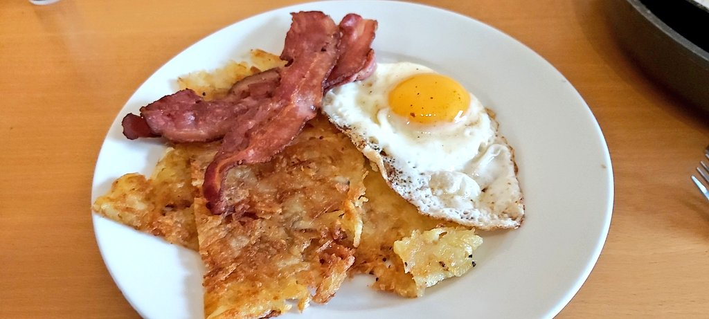A @ChefRoyChoi, @Jon_Favreau and @chefshownetflix inspired breakfast! Hash Browns, Bacon and Eggs 🤤 #Cooking #breakfast #StayHome