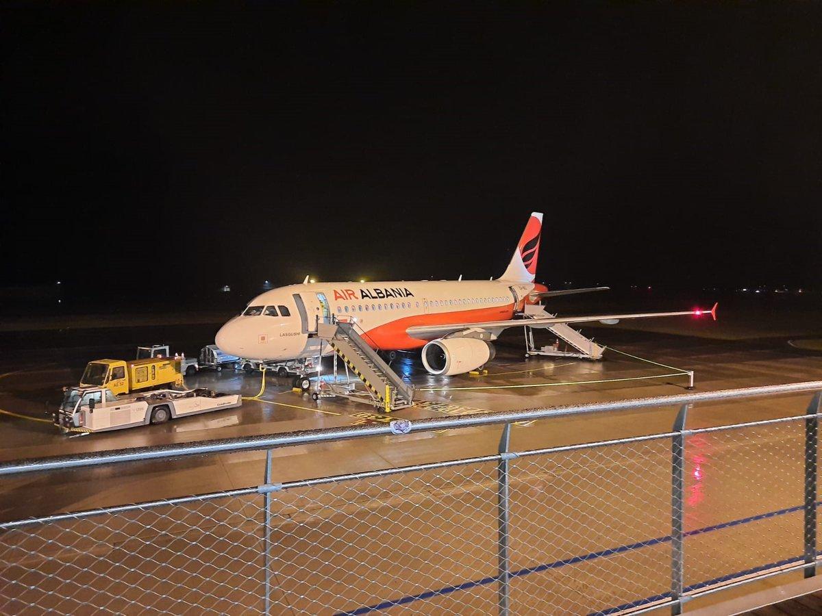 Gestern Abend fand ein weiterer Rettungsflug statt. Im Auftrag der albanische Regierung wurden albanische Staatsbürger von Memmingen in ihre Heimat geflogen. Ein Dank an alle Beteiligten für die schnelle und reibungslose Abwicklung. #bleibtgesund #memmingenairport https://t.co/kfoVYWRrpg