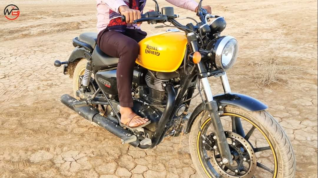 The Royal Enfield Meteor 350 has been spotted by a YouTube user and as we can see from the image, it could replace the Thunderbird 350. Read more here: http://bikeindia.in/?p=37953  @royalenfield #RE #RoyalEnfield #Meteor350pic.twitter.com/lVbl7aEQK9