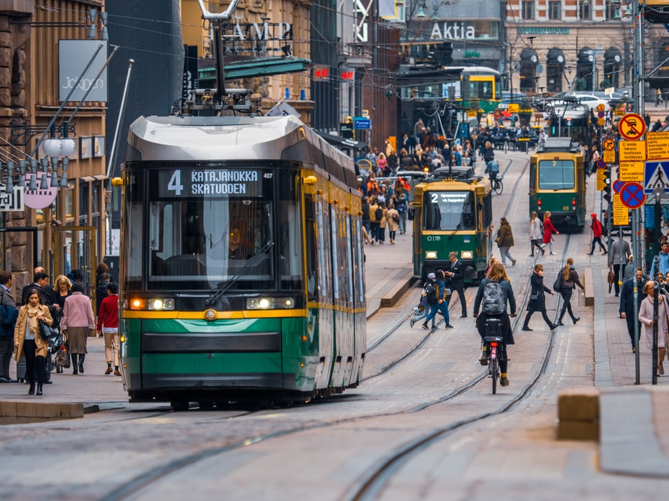 #DYK that 53% of the energy in #Helsinki  is produced by burning coal?   As #cities are in an unique position to develop sustainable solutions , Helsinki is now aiming to become a pioneer in carbon neutrality by 2035.    Learn howhttps://bit.ly/2WGCltv  pic.twitter.com/eOwM29Gqy7