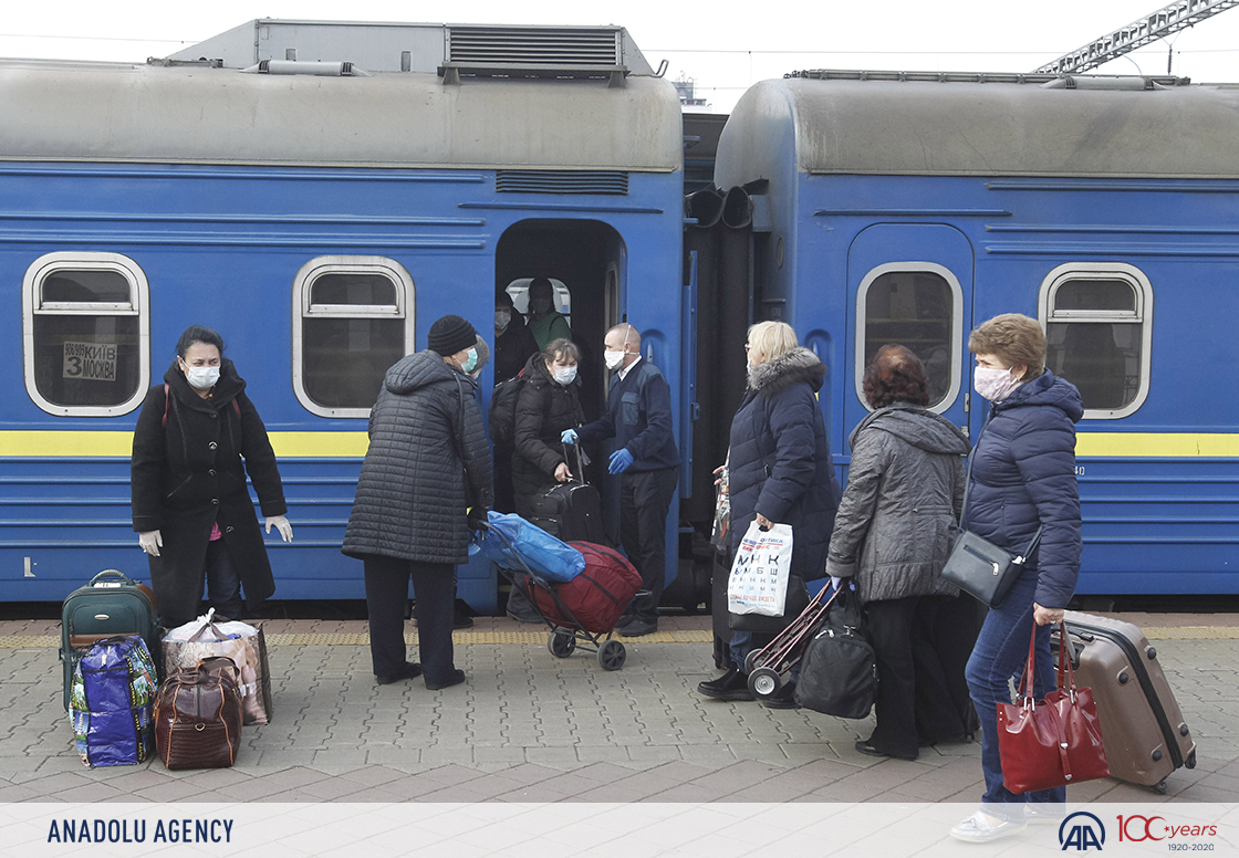 Special train for Ukrainian citizens arrives from Moscow to #Kiev  due to restrictive measures between borders against #coronavirus (COVID-19) #AA  : Vladimir Shtankopic.twitter.com/giqbglFQ6E