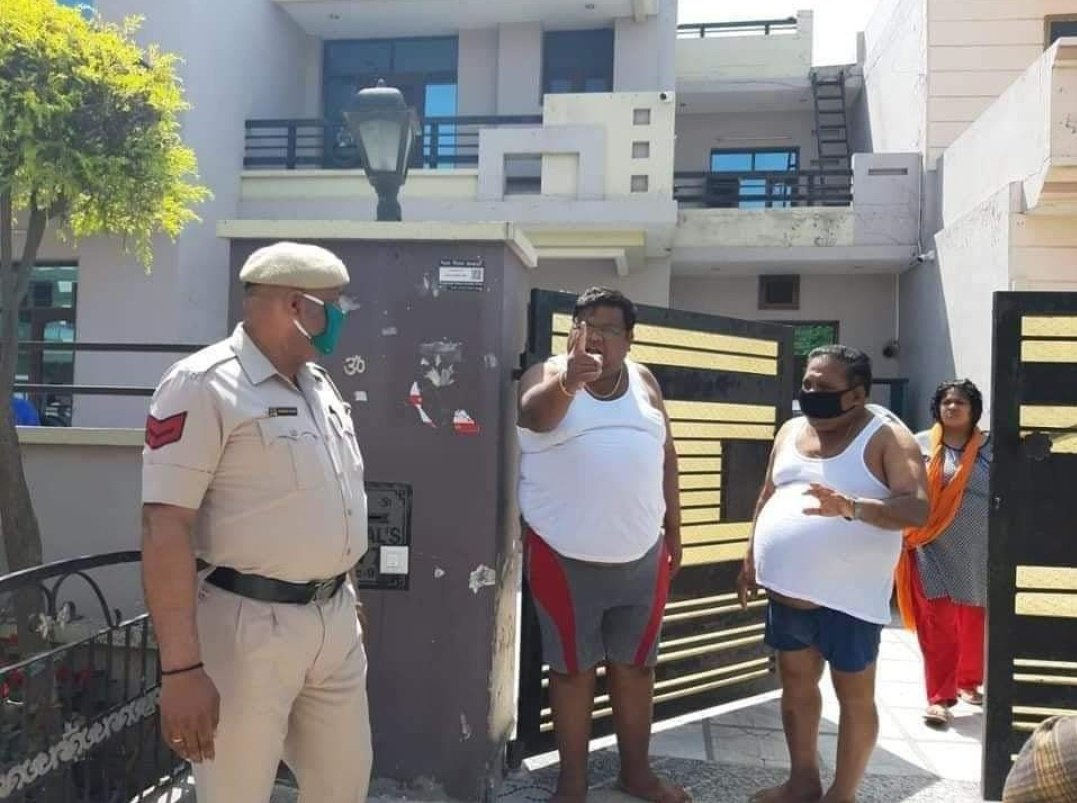 #Bangkok these two men's went to Bangkok and hide thier travel history. When police reach them they shouted in them. And also they lied to thier wife's. They have so much food in thier matkas. Do matke pic.twitter.com/Ltvb4RUVb0