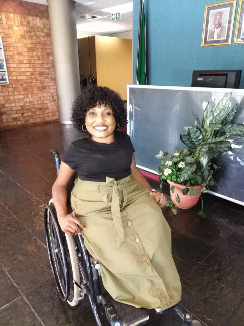 #beauty challenge on a wheelchair  pic.twitter.com/Enklu8r2aP