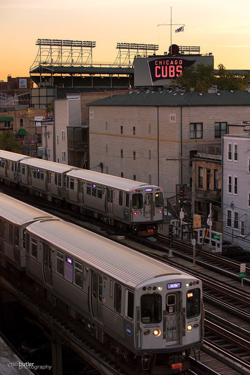 Morning in Wrigleyville. #cubs #chicago pic.twitter.com/SsA5pYBwic