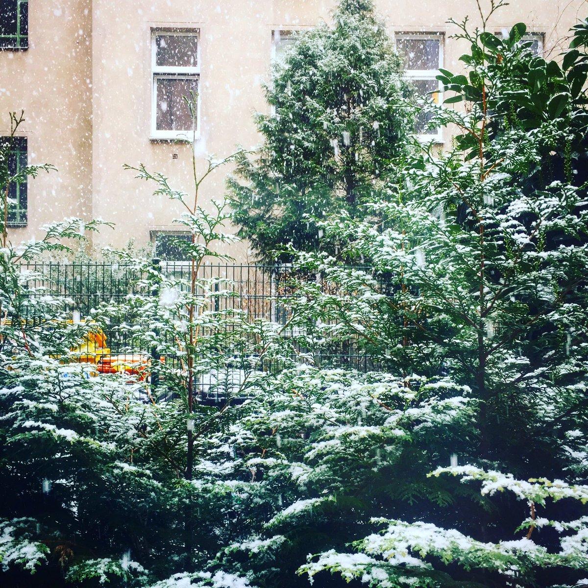 go home Christmas, you're drunk #berlin pic.twitter.com/LucHMC5aze
