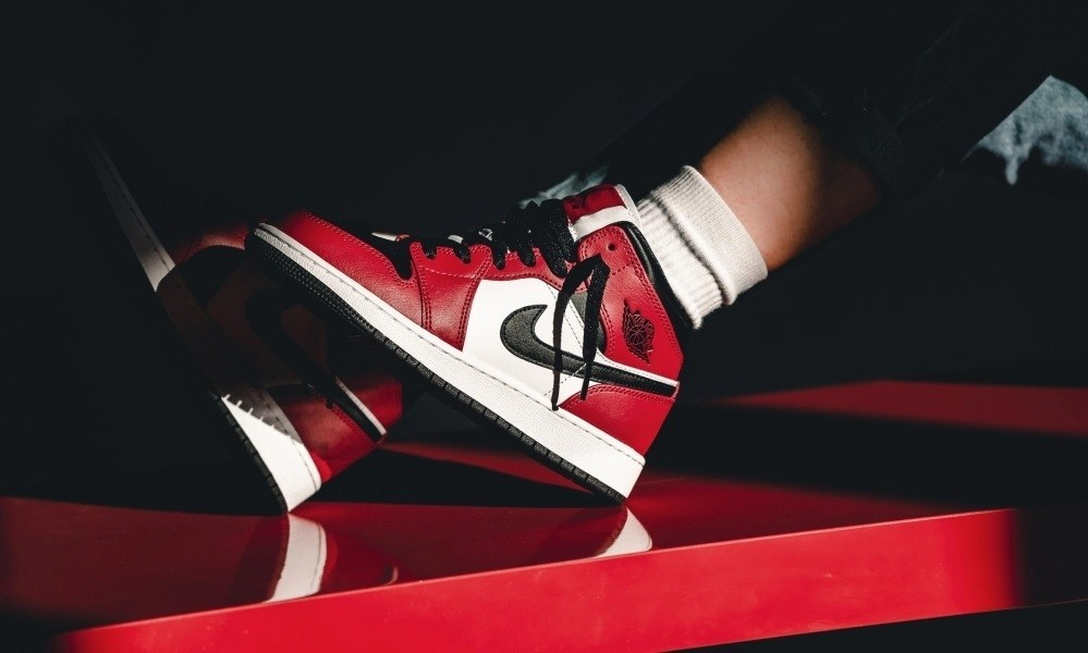 Official Foot Fire On Twitter Air Jordan 1 Mid Chicago Toe Is