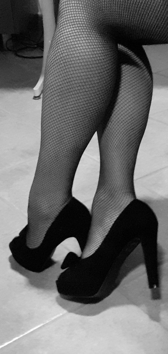 From the #fishnets file. #legs #selfie pic.twitter.com/A7eIYgiTdx