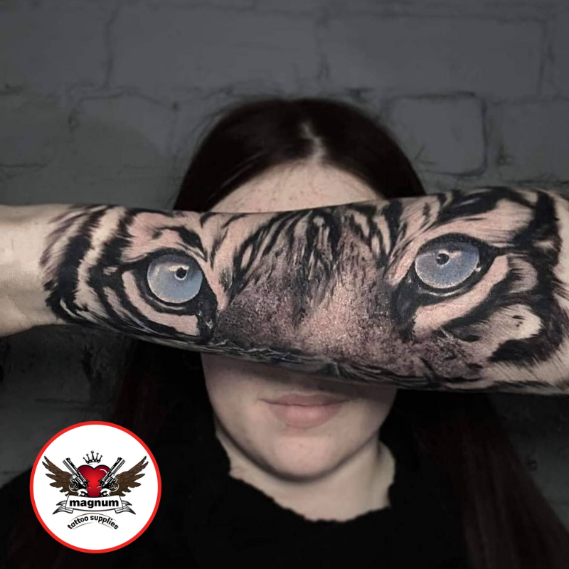 Dope tiger eyes tattoo from Amy Ellis with #magnumtattoosupplies  . . #darkblackandgrey #inklife #tattoosleeve #tiger #tigertattoo #darktattoo #tattoolife #tattoosleeve . . http://www.instagram.com/amy_ellistattoos/ …pic.twitter.com/c3uIcdiFNx