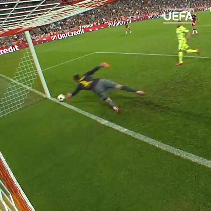 🤯 Best #UCL save in history? 🔵🔴 Marc-André ter Stegen 🙌 @FCBarcelona | @mterstegen1