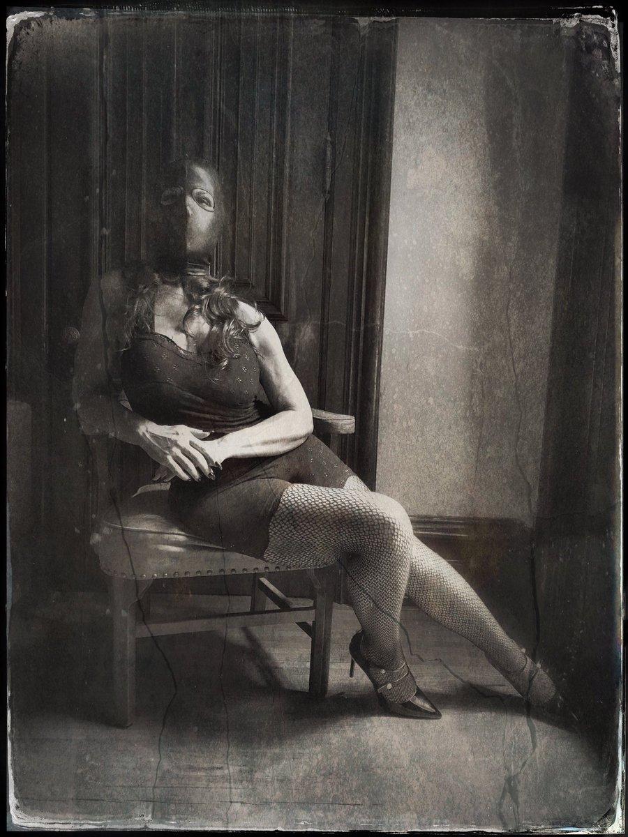 "Title-""T.OH-919"". Taken in September 2019 #springheel #springheelmedia #surreal #surrealistphotography #experimental #experimentalphotography #darkphotography #horror #horrorphotography #artphotography #ispooky #haunting #creepy #eerie #femalemodel #dreams #nightmares #horrorartpic.twitter.com/GTE2MZVucW"
