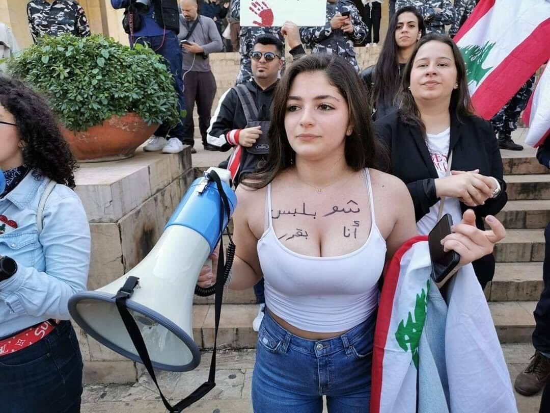 Women in Lebanon: «I decide what to wear»   #TheRevolutionOfWomen #MiddleEast  pic.twitter.com/uNzBdiIDDA