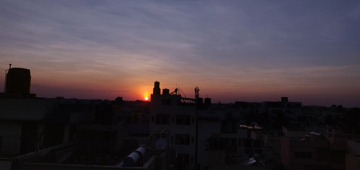 Day 06 - #sunset and #CholeChawal for the day . . #lockdown #StayHomeSaveLives #ThanksPMThanksDD