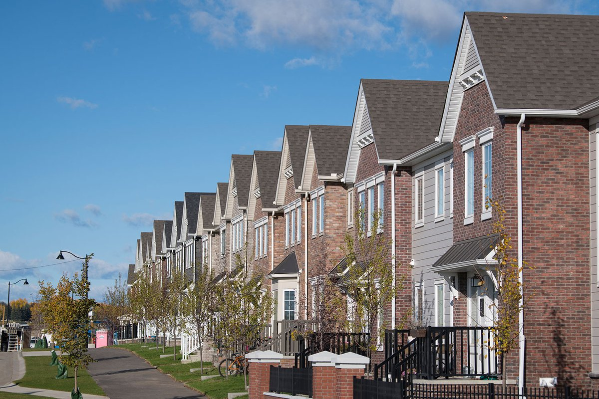 In this week's CREBNow, new-home purchase incentives put on hold as some builders and buyers take wait-and-see approach under difficult market conditions.   Read the full story online at http://ow.ly/b1Jp50yZTADpic.twitter.com/yXx62cbCE5