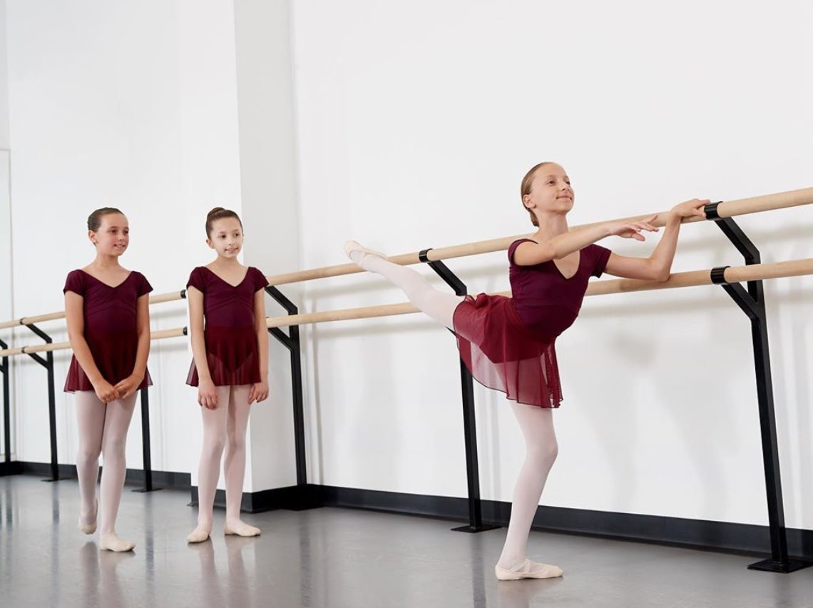 It was so great to start our day seeing these beautiful young dancers Greenwich Ballet Academy in our custom designed dance wear!  Keep dancing and keep smiling! http://www.Dancer.NYC #DancerNYC #Ballet #Dance #BalletDancers #DanceWear #CustomDanceWear #Leotards #CustomLeotardspic.twitter.com/a8sMC6onYk