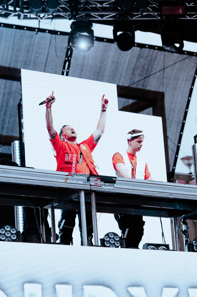 .@Dubvisionmusic - Into You - Out This Friday 🙌 Who spotted this one during their STMPD RCRDS Festival set?