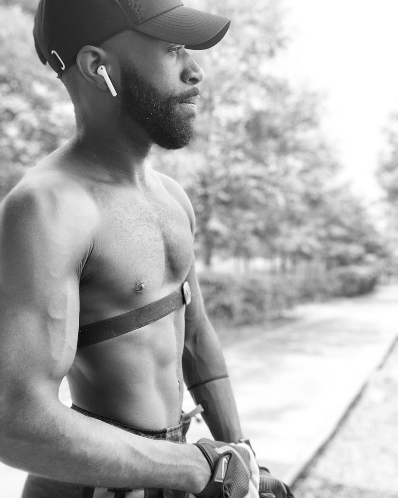 Life begins at the end of your comfort zone. #coronawho #quarantine #outdoor #otfaf #orangetheoryfitness #otf #fitness #fitfam #musicandmuscles #gains #summerbody #AceA #MrMS19 #MrUSA18 #hairy #abs #work #workout #mondaymotivation #mondaymorning #monday #blackandwhite