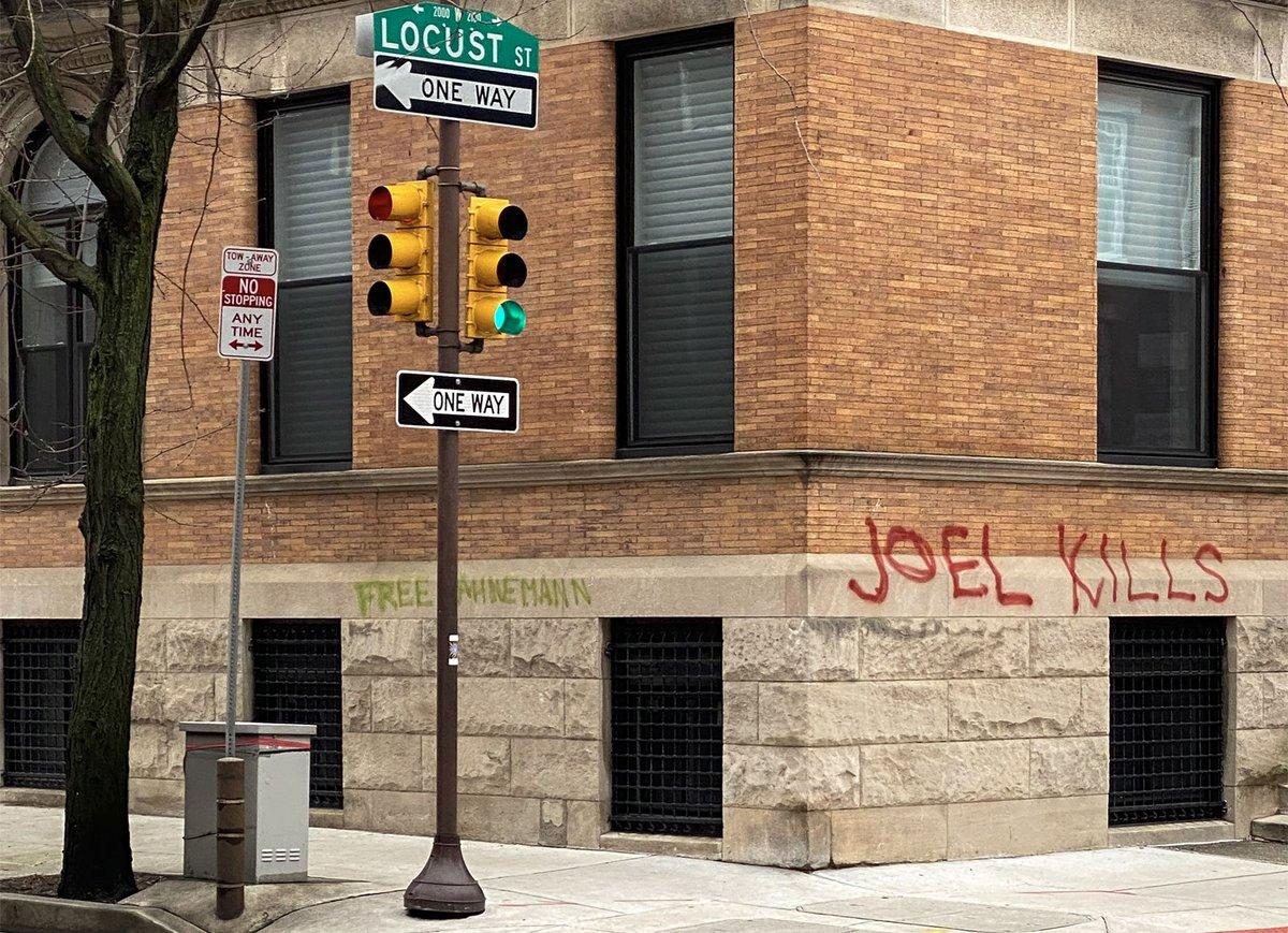 Graffiti on Joel Freedman's Rittenhouse mansion reads 'Free Hanhemann' and 'Joel Kills' billypenn.com/2020/03/30/joe…