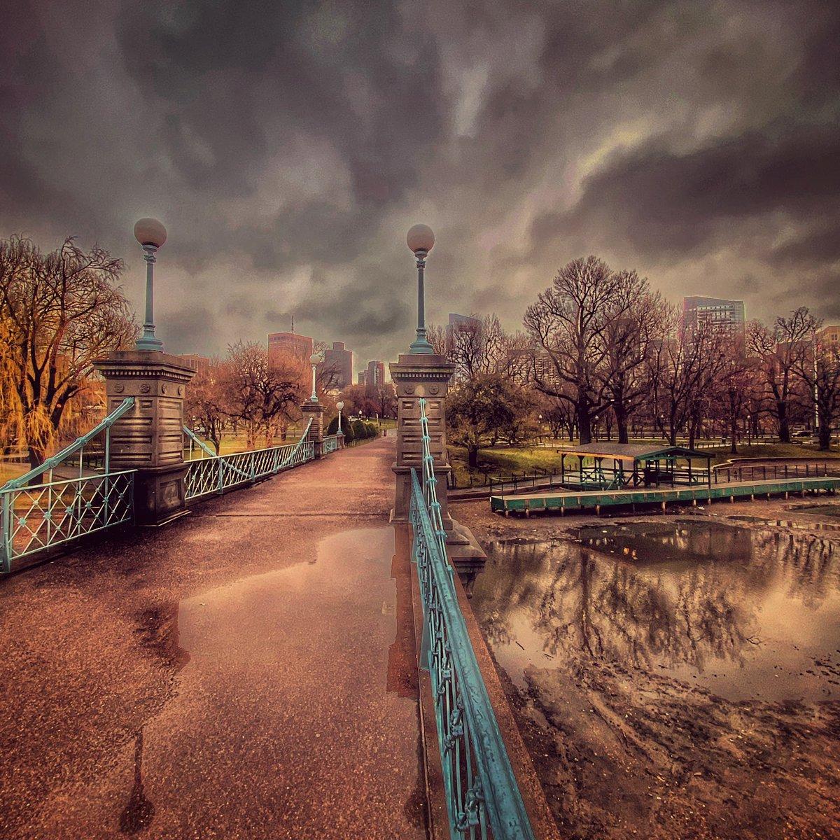 Monday reflections. #SocialDistancing #Boston pic.twitter.com/R0Aa7Fb3No – at Boston Public Garden