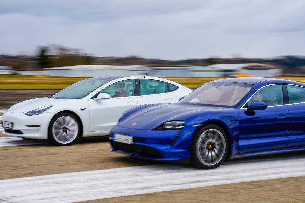 Mehr Fotos unseres großen Vergleichstests zwischen dem #Porsche #TaycanTurbo und dem #Tesla #Model3Performance gibt es jetzt auf unserer Homepage (http://www.elektroautomobil.com/bildergalerie/). Den kompletten Bericht könnt ihr in der nächsten Ausgabe lesen, die ab 02. April erhältlich ist. Viel Spaß!pic.twitter.com/L4ZGrZRIlJ