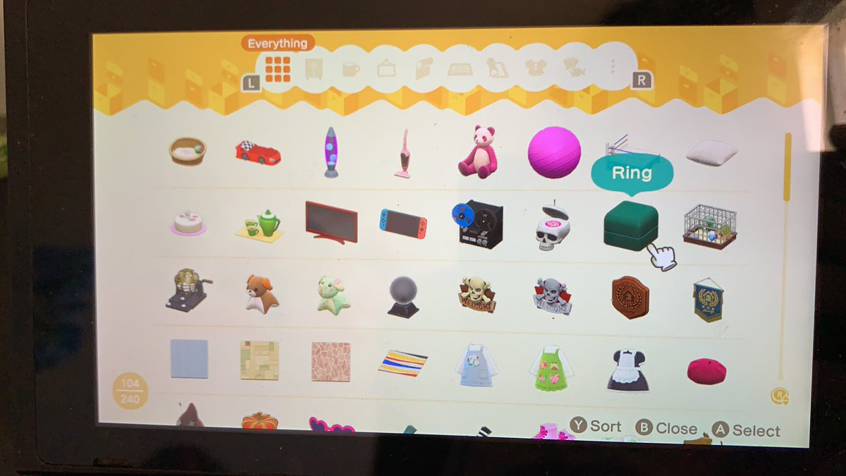 Before I open up does anyone wanna do a trade server? I have lots of items I don't need or want and willing to trade even for bells! #DM me if you're interested #dodocode #animal crossing