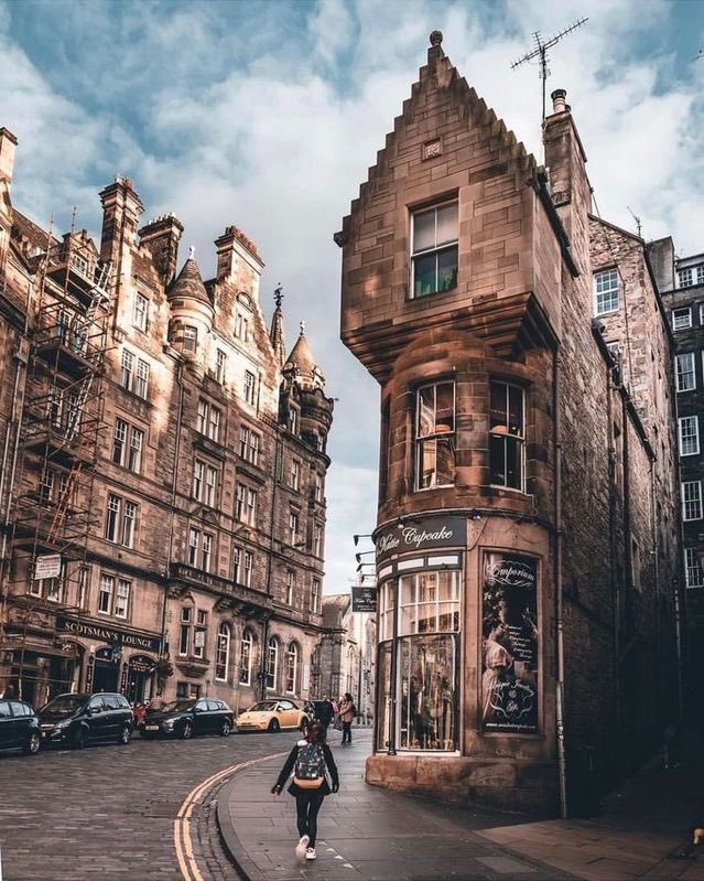 Edinburgh, Scotland 🏴󠁧󠁢󠁳󠁣󠁴󠁿 #Cockburnstreet #virtualtravel #travel #travelgoals #UnitedKingdom