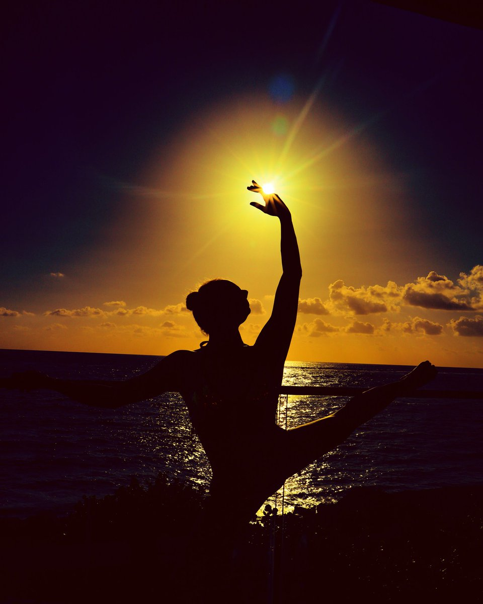 Sunrise exercises🌅 February in Caribbean, St.Kitts and Nevis #sunrise #Travel #travelphotography #entertainer #stkitts #Caribbean #island #yoga #dance #circus #entertainer #goodmorning #Nevis