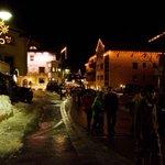 Image for the Tweet beginning: Corona-hotspot i Alperne: 2.500 skiturister