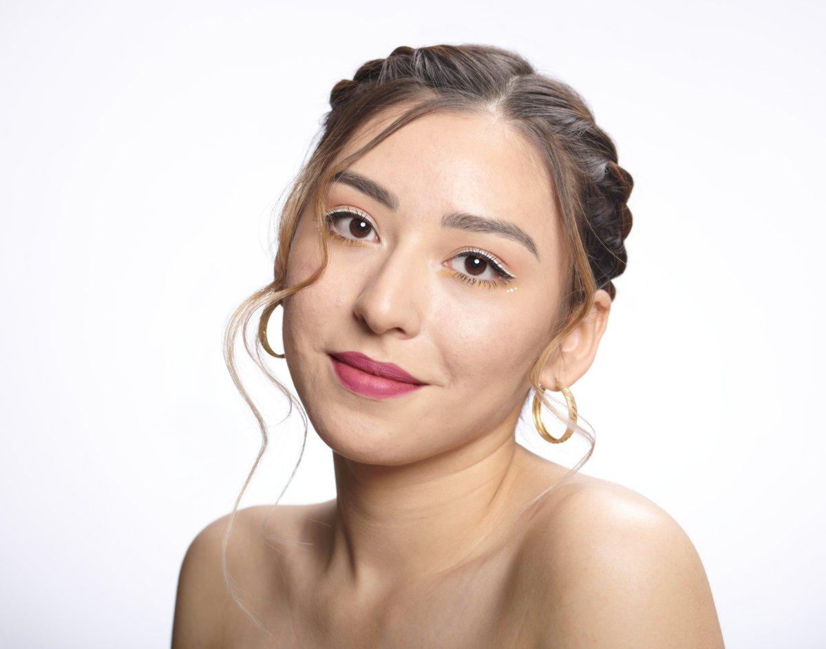 A Beauty Portrait I did in the studio the other week. https://t.co/1242o4XLxE