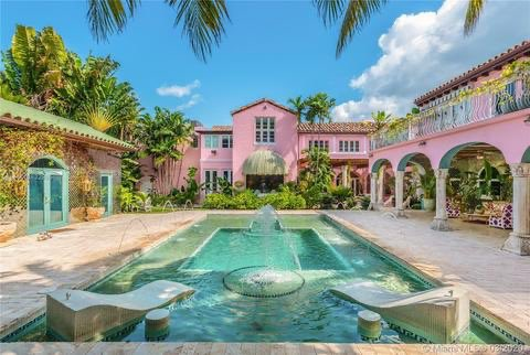 It's a colorful #MANSIONMONDAY! Get your eyes full of the decor in this classic Mediterranean Revival estate restored and updated by Ximena Caminos, as her personal refuge and escape.  $5.25M  5454 Pine Tree Dr   305-343-3191pic.twitter.com/EWVGCdtFRA