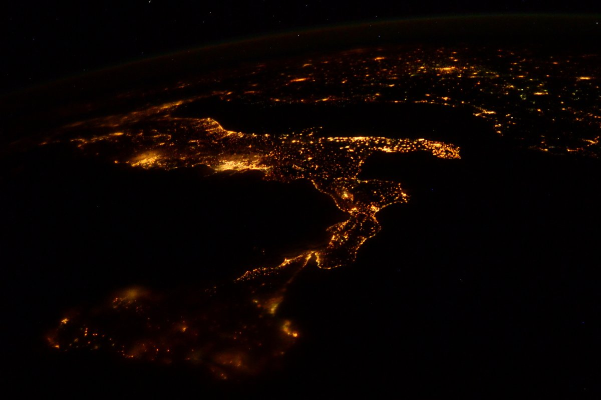 Let's share some photos of #Europe today, to bring some good vibes to my friends across the pond. First- #Italia Italia!  #Italy #SpacePhotography #AstronautPhotography #ItalyStayStrong #Earthpic.twitter.com/nUx1pvd1KX