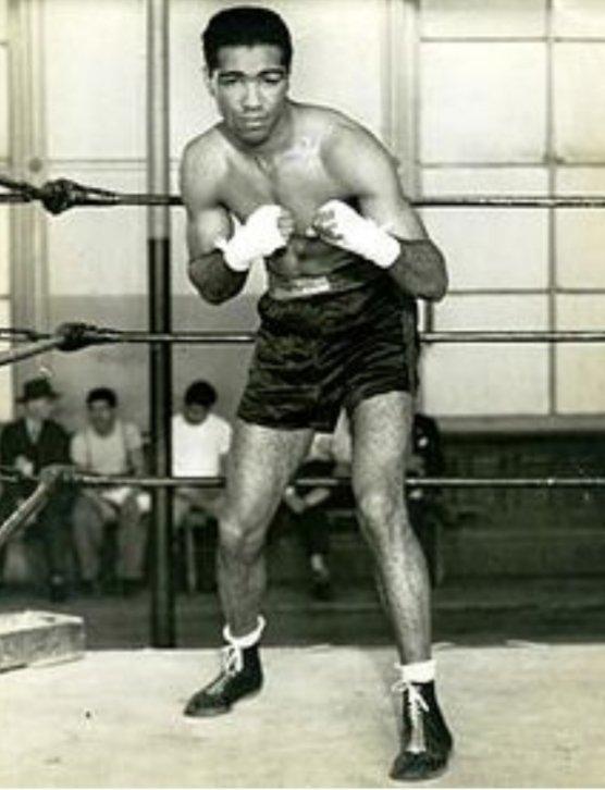 Herbert Lewis Hardwick Arroyo (1929-1966) Conocido como Cocoa Kid. Nacido en Mayagüez, ha sido el boxeador puertorriqueño que más victorias (178) ha logrado como boxeador profesional. Fue exaltado en 2012 al Salón de la Fama del Boxeo Internacional en Canastota, Nueva York.