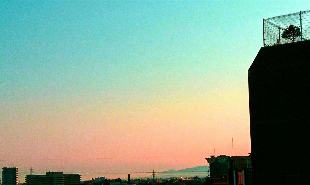 #いまそら #イマソラ 薔薇色の朝series 雲ひとつない空のグラデーションpic.twitter.com/HXhmlC6dxm