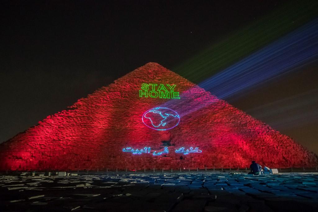 Bfmtv On Twitter En Direct Restez Chez Vous La Grande Pyramide De Guizeh Illuminee Face Au Coronavirus Https T Co Df8xt68jsy