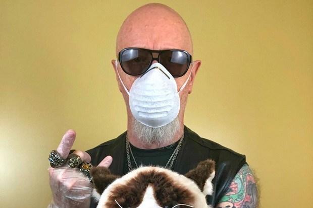 Rob Halford Ajak Metal Maniacs Berbagi Cerita saat Isolasi Diri https://kepoin.us/rob-halford-ajak-metal-maniacs-berbagi-cerita-saat-isolasi-diri/…pic.twitter.com/ZiXZDsH9m5