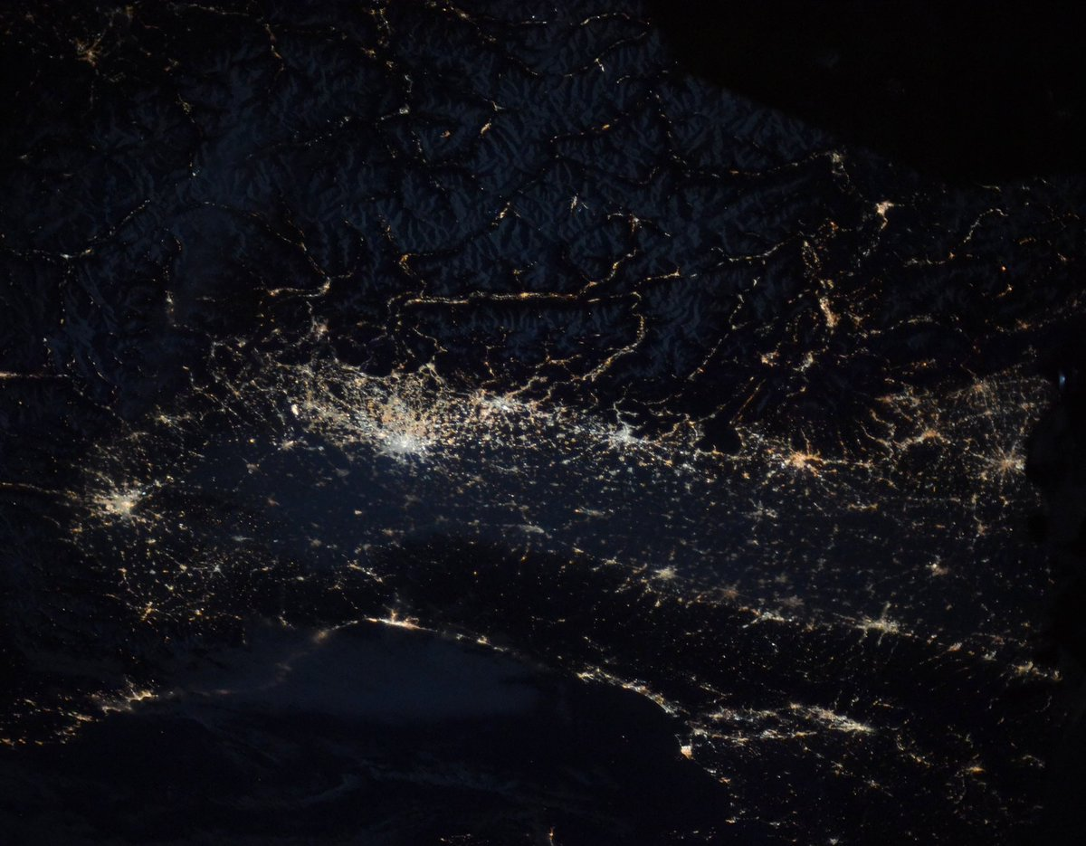 #Torino, #Milan, #Verona, #Padua, #Venice, #Genoa, #Bologna, #Florence – we can see that your spirit is strong and still shining bright. Goodnight to all in #Italy! #GoodnightFromSpace #EarthStrongpic.twitter.com/bv87DqbqrU