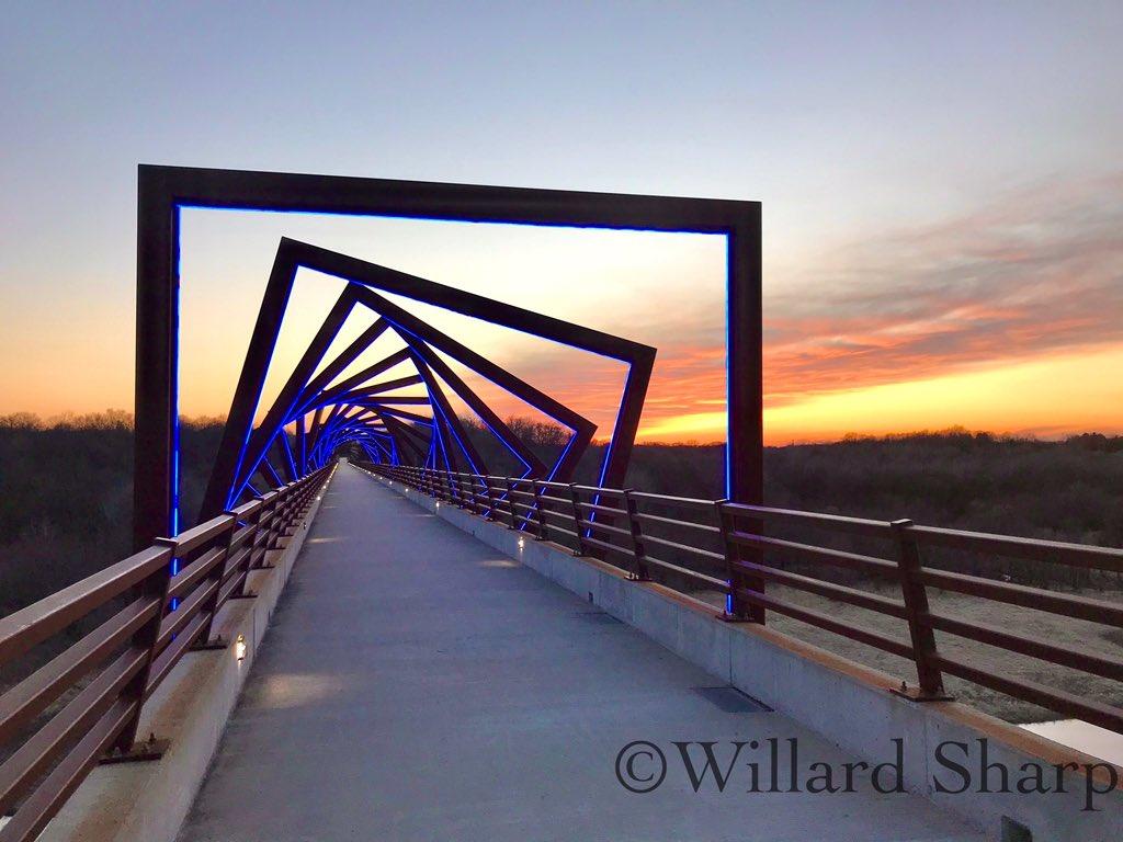 Sunset at the High trestle trail bridge. Not to shabby. #sunset pic.twitter.com/JY3AacdPEG