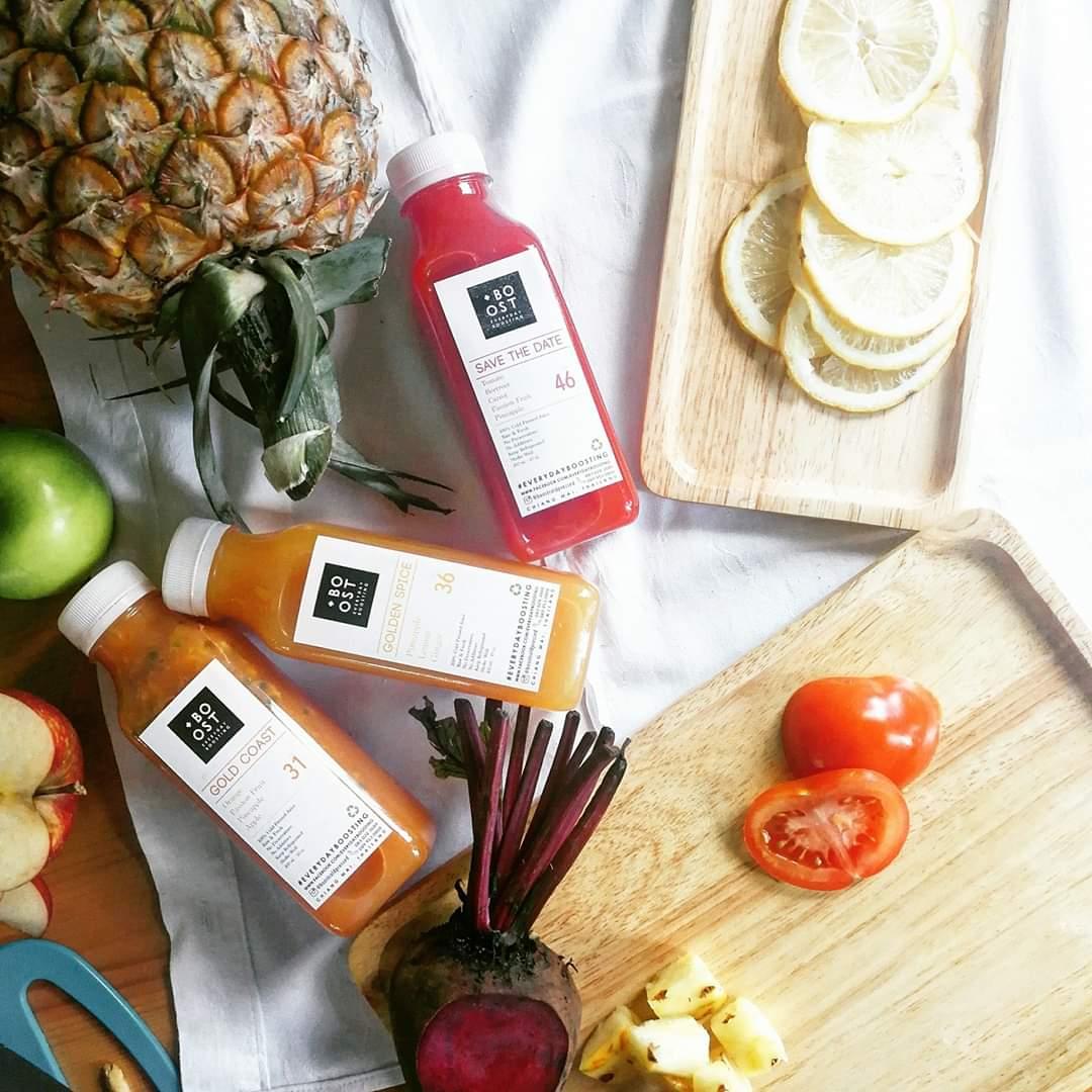 #เชียงใหม่ ฝากร้านหน่อยน้า ง่วงๆ เบลอๆ ตื่นมาแล้วไม่สดชื่น ลองดื่ม #น้ำผักผลไม้สกัดเย็น เติมวิตามินให้ร่างกายเฟรชกัน วิตามินและเกลือแร่ในผักผลไม้ มีความสำคัญกับสมดุลของร่างกาย ถ้าได้รับไม่เพียงพอก็จะเป็นสาเหตุที่ทำให้เราไม่สดชื่นได้จ้า #โควิด19 #savechiangmai #reviewchiangmai pic.twitter.com/SSq9JzQoms