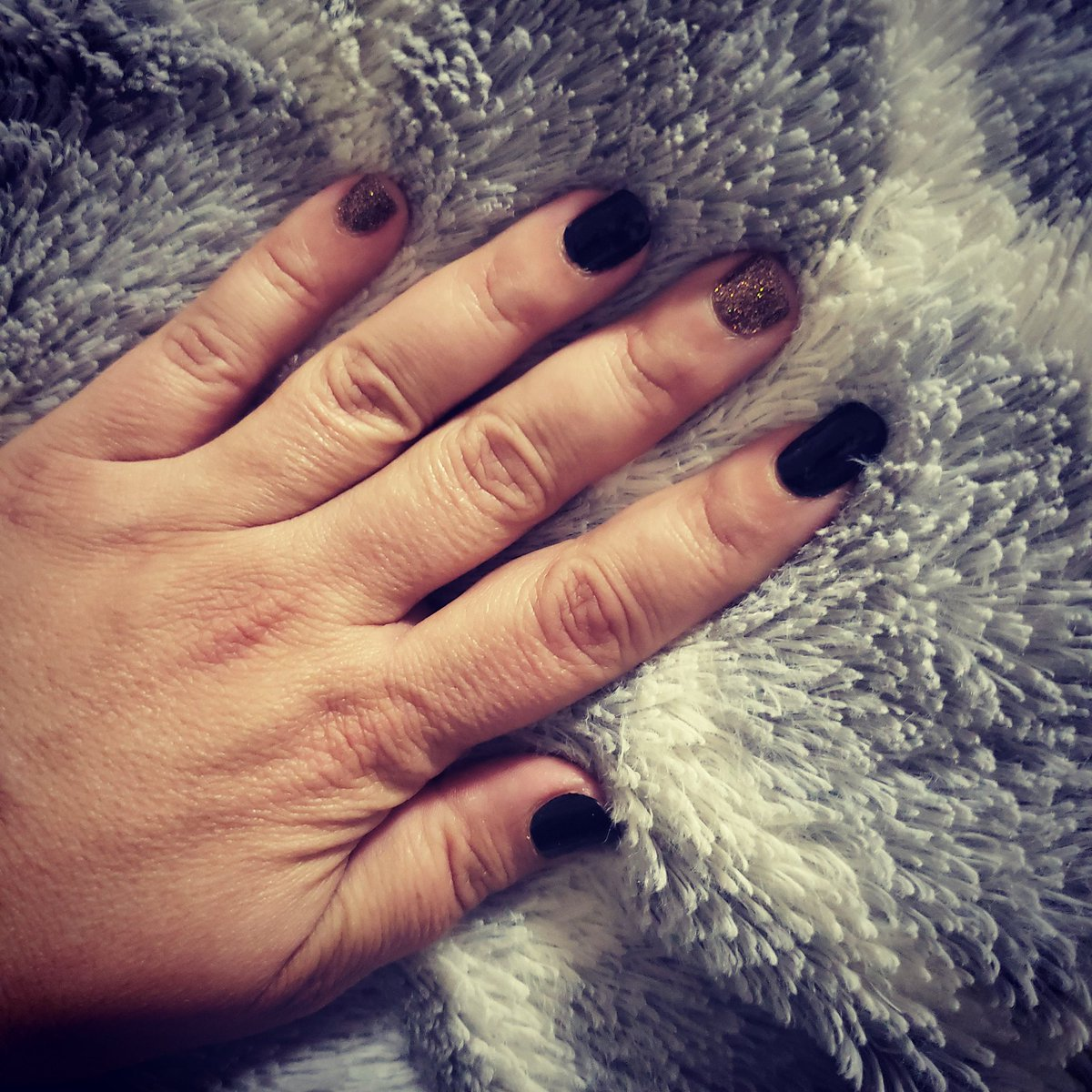 Day 2 with my nails!!! #manimonday pic.twitter.com/AIgH6atq5Y