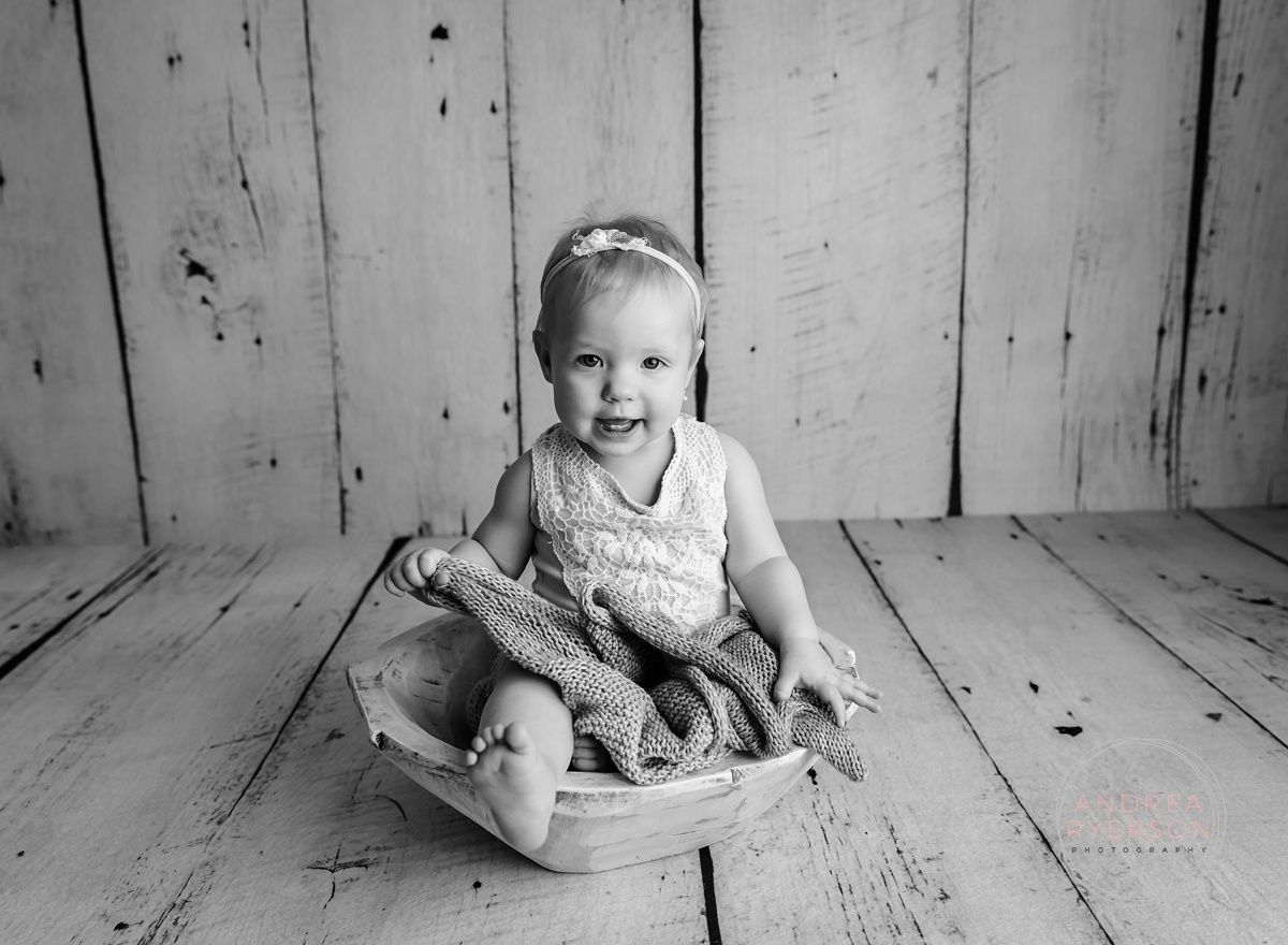 Bowls, buckets, or baskets, it doesn't matter!  Babies look cute in all of them! #pewaukeephotographer #pewaukeenewbornphotographer #pewaukeenewbornphotos #familyphotographer #pewaukeechildphotographer #andrearyersonBABIES #andrearyersonKIDS #studiophotographer pic.twitter.com/yHZKRP7mh3