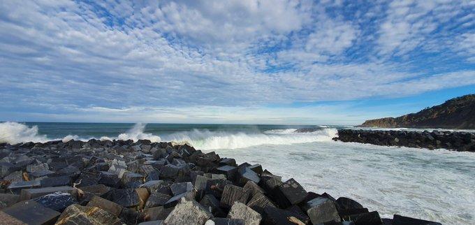 Desembocadura del Urumea. 14-1-2020. Buenas olas, viento sur y cielo espectacular.