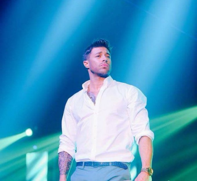 Happy Birthday mr. Duncan James  Have an amazing day! I\m so proud to be a fan of yours