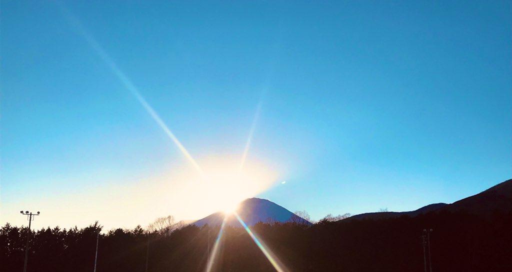 🚴♂️撮影現場日誌🚴♂富士市にお邪魔した日の1枚📸綺麗な富士山でした✨絶対に8/14に公開しよう!と座長と約束したので、今は皆でおうちにいましょうね🏠宣伝チームも原作とアニメ復習してます!何度読んでも見ても胸熱…😭#永瀬廉  #伊藤健太郎  #橋本環奈 #弱虫ペダル #弱ペダ #stayhome