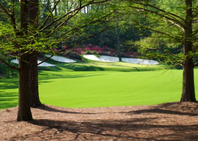 Four years ago today I was lucky enough to walk the grounds of #AugustaNational on the Par 3 Wednesday with @HunterandIan. Determined to return - it really is more stunning than you ever imagined @TheMasterspic.twitter.com/P73wBeHc63