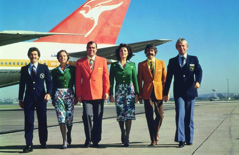 BLAST FROM THE PAST: the Qantas #Boeing747 'Captain Cook lounge' 🥂🍾  via @AusBT #LuxuryTravel #BusinessTravel #Travel #Aviation #aviationfun #Boeing